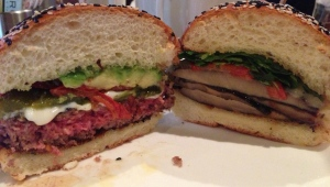 Hell's Kitchen Burgr on the right, Earth Burgr on the left: a lot of bun, not a lot a meat.